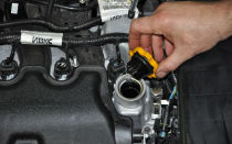 Какое масло лить в двигатель? Выбираем